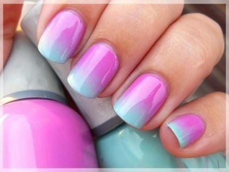 Uñas decoradas con degradado de colores