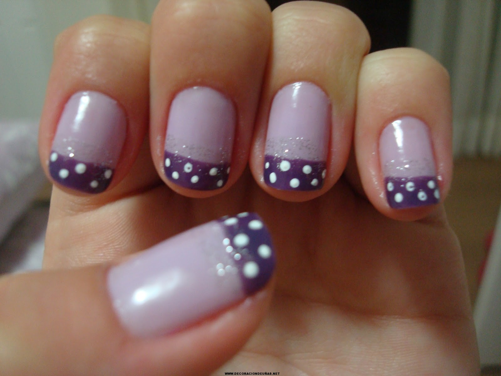 Uñas decoradas lilas