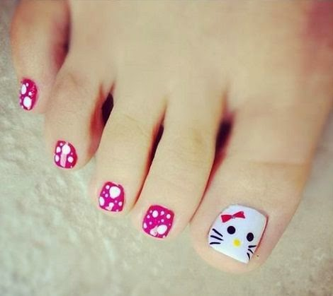 pintar-unas-pies-hello-kitty-cara