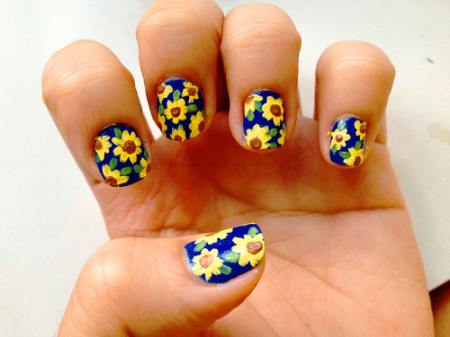 uñas decoradas con girasoles 2016