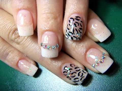 uñas decoradas animal print con piedras