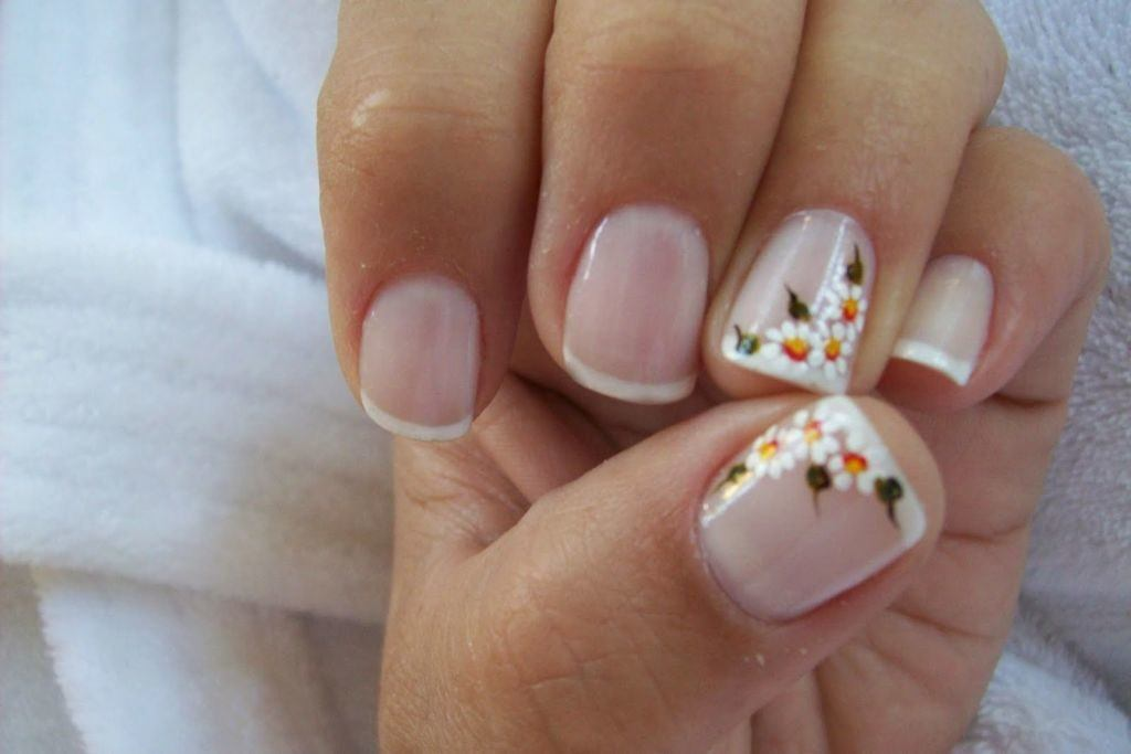 Uñas french con flores