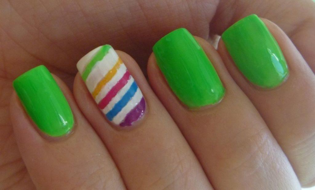 Uñas verdes decoradas